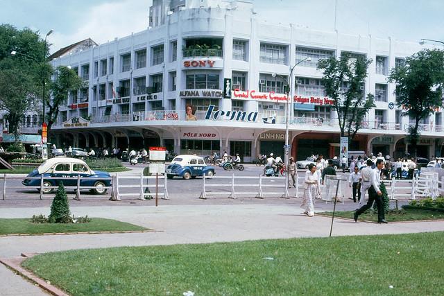 SAIGON 1965 - Thương xá TAX