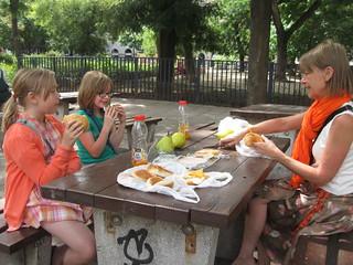 2014-03-budapest-038-noon park picknick