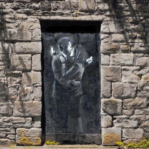 Banksy Mobile Lovers