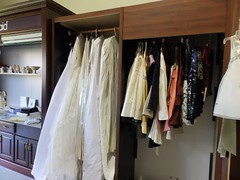 boutique(0.0), closet(1.0), furniture(1.0), room(1.0), wardrobe(1.0),