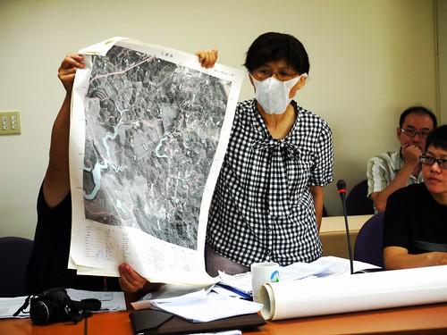 台灣水資源保育聯盟發言人陳椒華更提出自費購買的航照圖,如當初的永揚案一般,提出斷層所在。