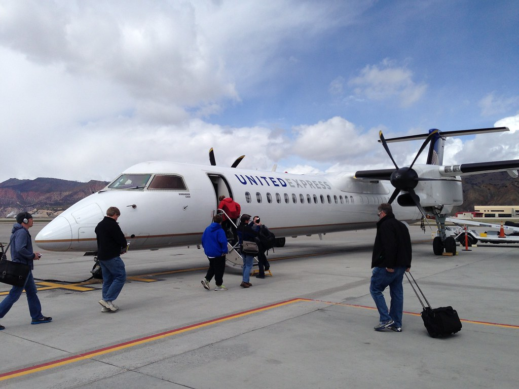 United Express Bombardier Dash-8