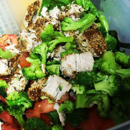 Seated #ahituna is what's for #lunch. What are u eating? #healthyeating #goodeats #fitfluential #fitfam #tiuteam