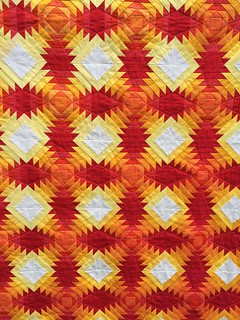 Sunset Pineapple_semi close up quilting