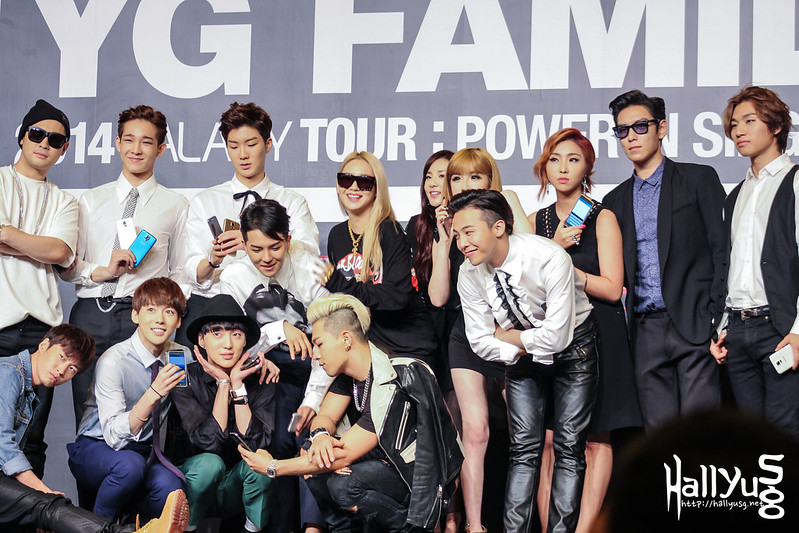 [COVER] YG Family goes on a selfie spree at their ...