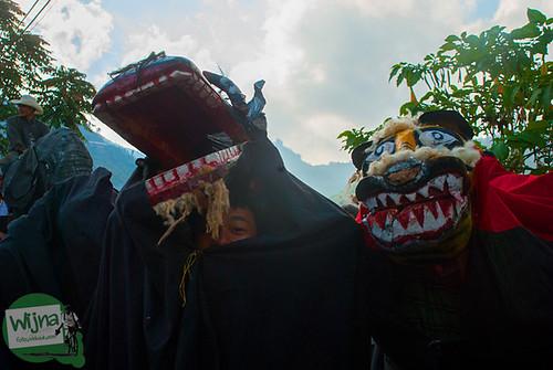 Parade barongsai khas Jawa di pawai 17 agustus di sepanjang perjalanan menuju Dieng, Jawa Tengah