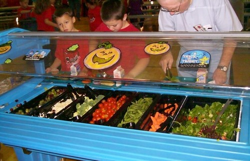 "Students in Cañon City, Colorado, enjoy fruits and vegetables from their ""Harvest Bar""."