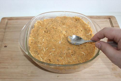 27 - Mit Knödelmasse abschließen / Cover with dumpling dough