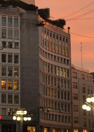 Milano finestre al tramonto