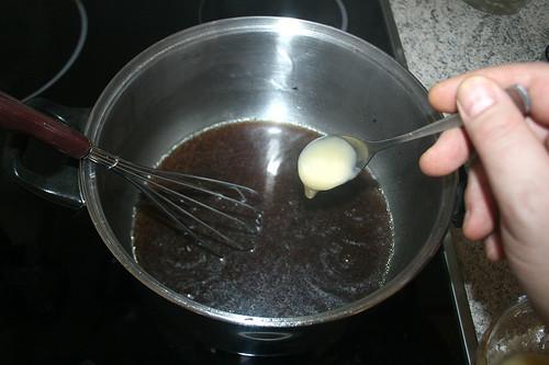 39 - Kalte Mehlschwitze in Sauce einrühren / Stir in cold roux