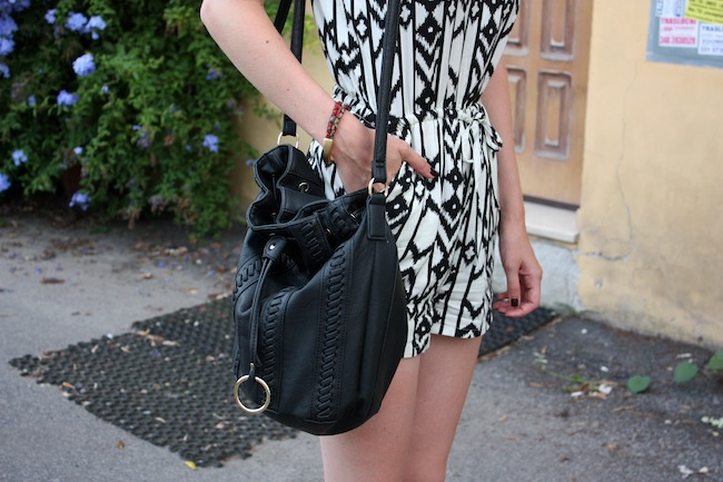 chelsea+zipped+truelane+fashion+style+blog+minneapolis+blogger+rome+italy+forever+21+tribal+black+white+romper+justfab+leona3