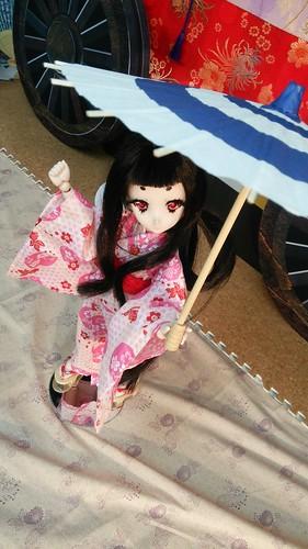 和傘の小物を持たせて2。