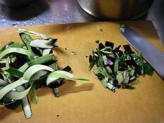 野菜くずもあられ切りにします