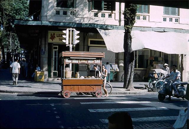 1961 Life in Saigon - Ngã tư Tự Do-Nguyễn Văn Thinh - Nhà May LUONG TAN