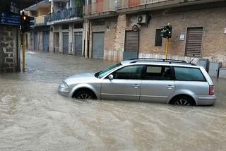 Noicattaro. Disagi e allagamenti via Carmine 27 Luglio 2014 front