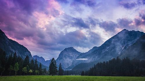 sunset sky cloud mountain alps tree green berg landscape austria evening tirol österreich nikon colorful europa europe sonnenuntergang nebel purple cloudy wiese vivid himmel wolke wolken lila berge summit grün alpen nikkor landschaft baum tyrol achensee karwendel pertisau gipfel sonnjoch karwendeltäler afs35mm118ged afsnikkor35mm118ged