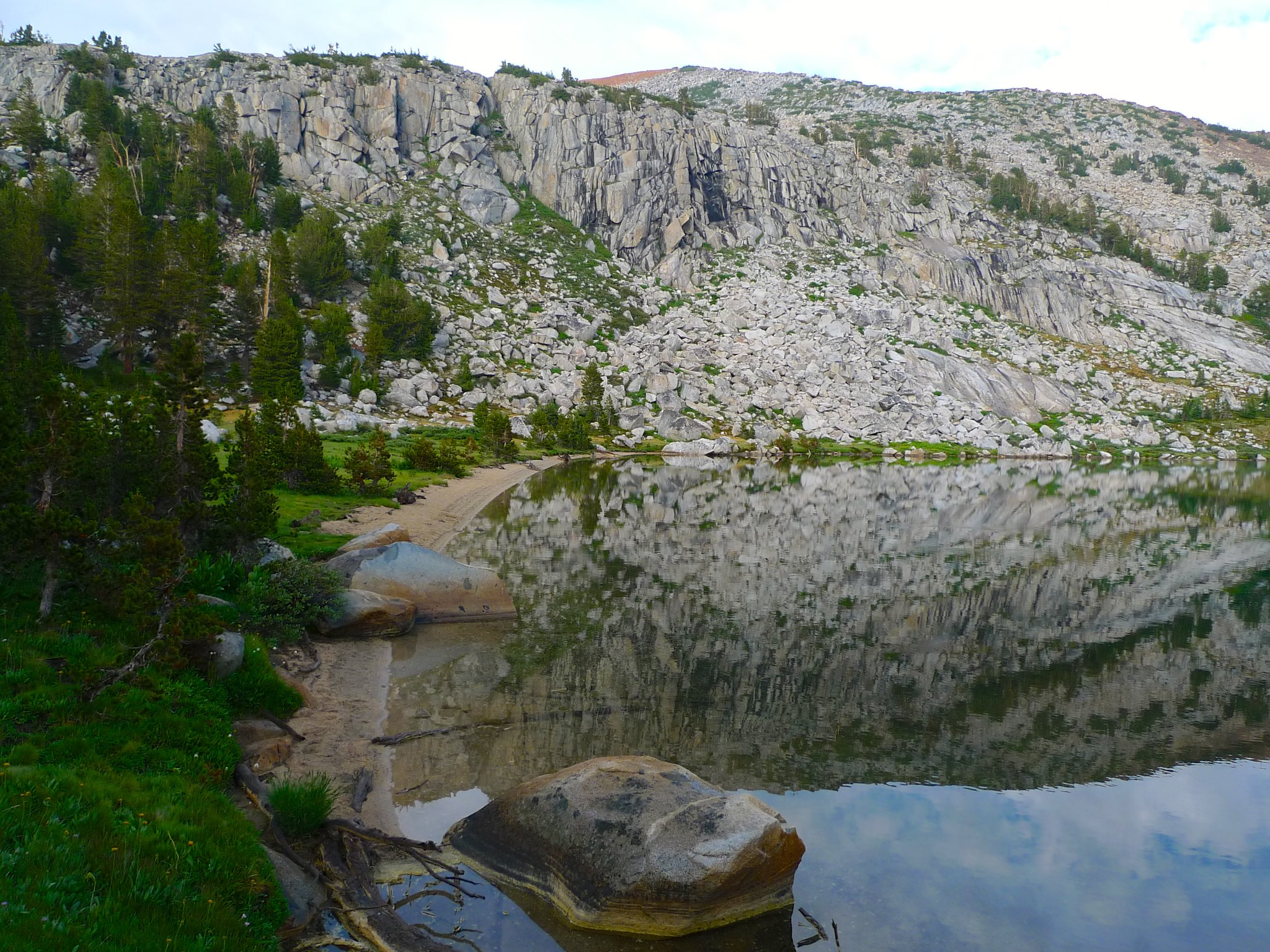 Lake west of Isberg Peak