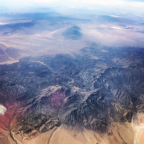 Mountains in #Nevada. One more hour! #kategoestocalifornia #travel #summer #vacation