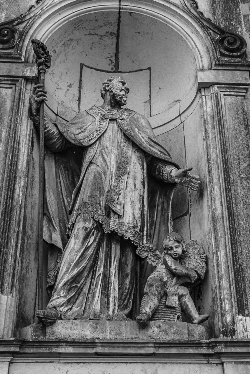 Statue an der Außenwand der Hofkirche Dresden