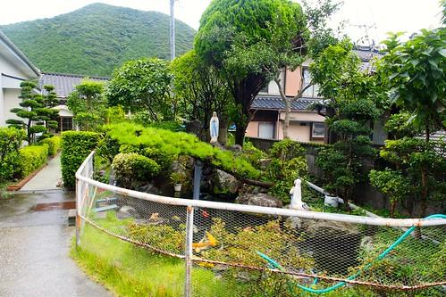崎津天主堂前の池