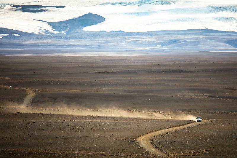 Car sand drift at Kjölur plateau