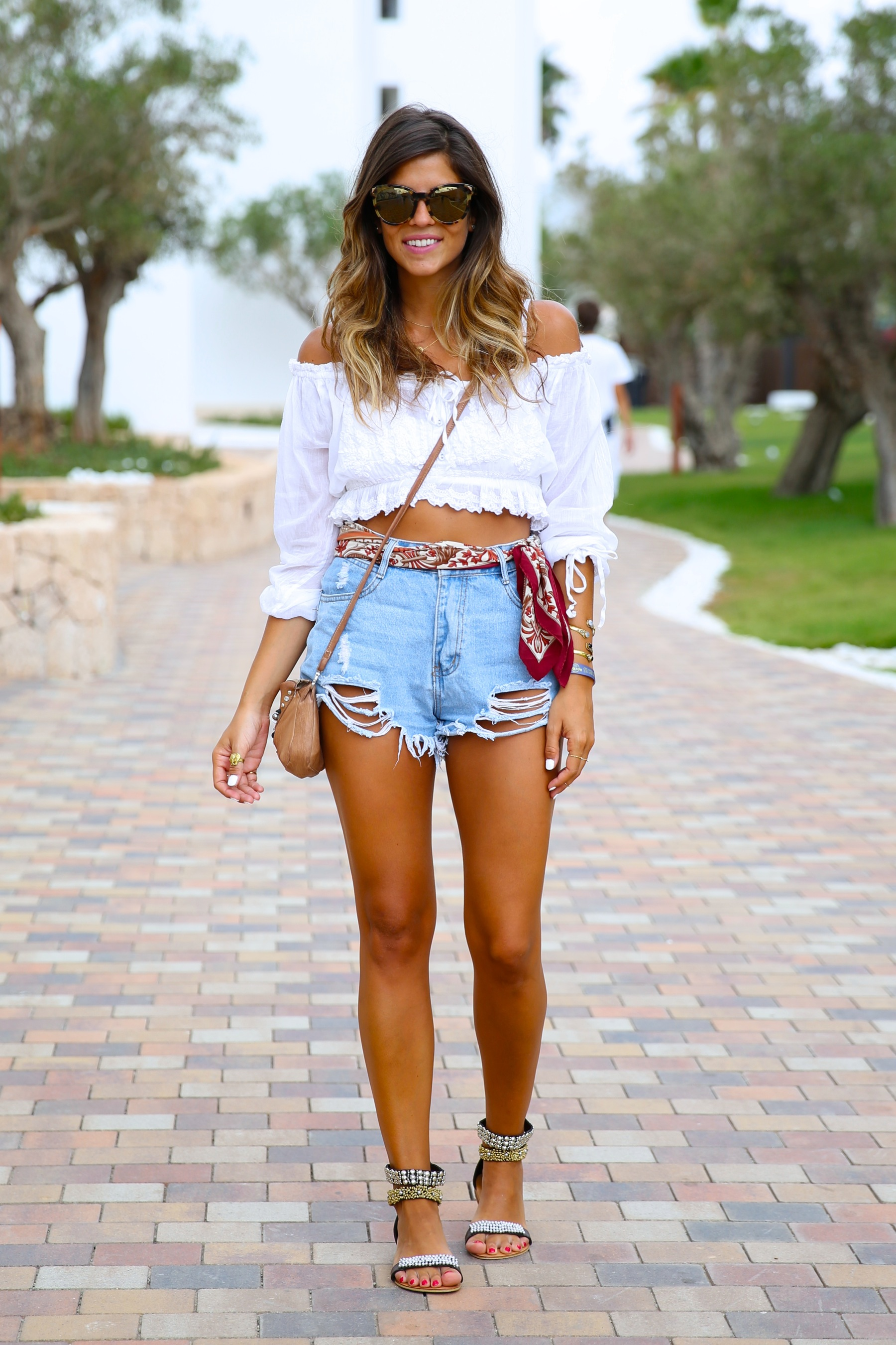 trendy_taste-look-outfit-street_style-ootd-blog-blogger-fashion_spain-moda_españa-hard_rock_hotel-ibiza-palladium-shorts_vaqueros-denim_shorts-boho-verano-summer-hippie-pañuelo-23
