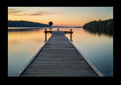 sunset lake water yellow mirror jetty le brygga sjö spegel hagudden fryken långexponering canon5dmarkiii leebigstopper sigma50mm14art lee6ndgradsoft