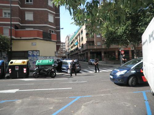 Atrincherado un hombre en un bar en Zaragoza