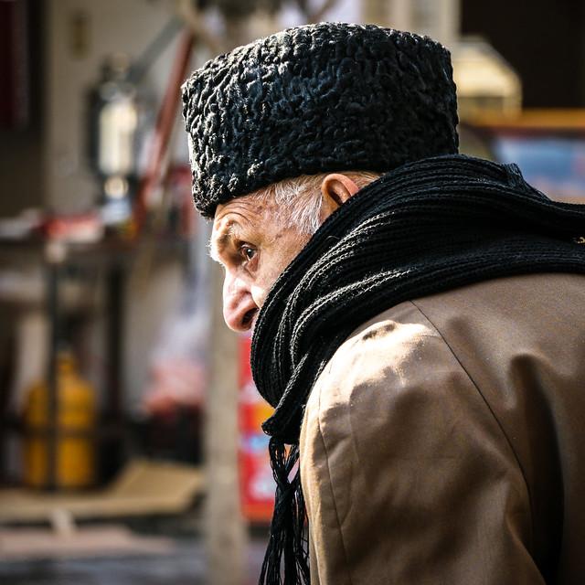 An elderly man in Isfahan イスファハン、オシャレなおじいさん