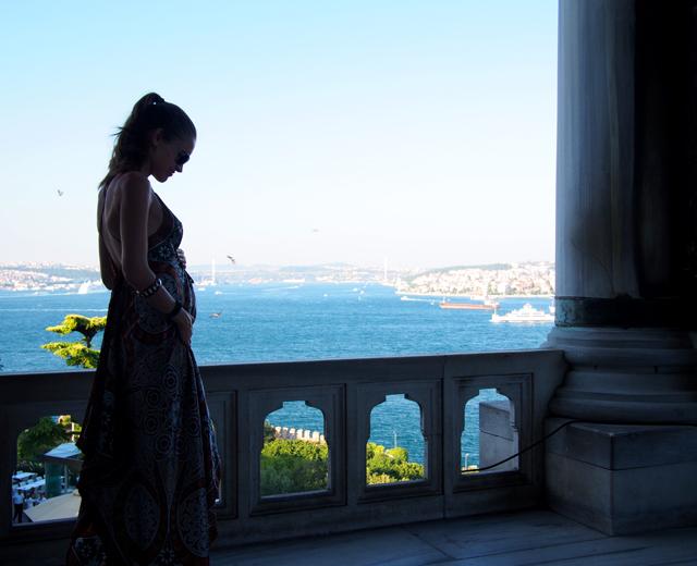 travel style maxi dress topkapi palace istanbul 6
