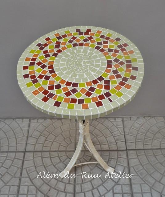 Mesa com tampo em mosaico