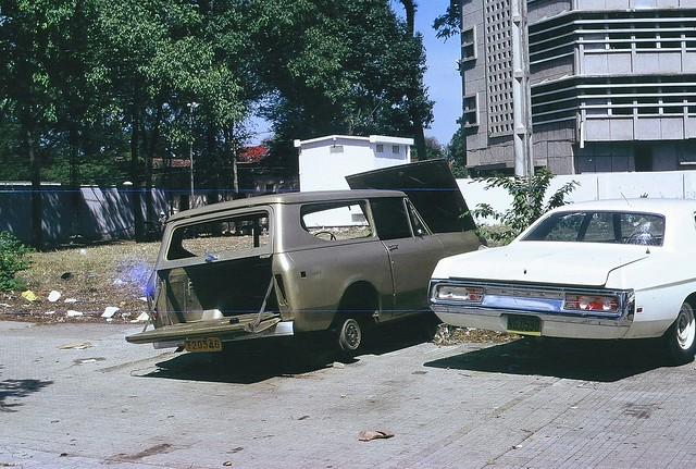 Les véhicules ont été abandonnés dans la précipitation par les derniers ressortissants américains...
