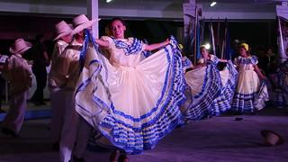Crianças a dançarem em Manágua