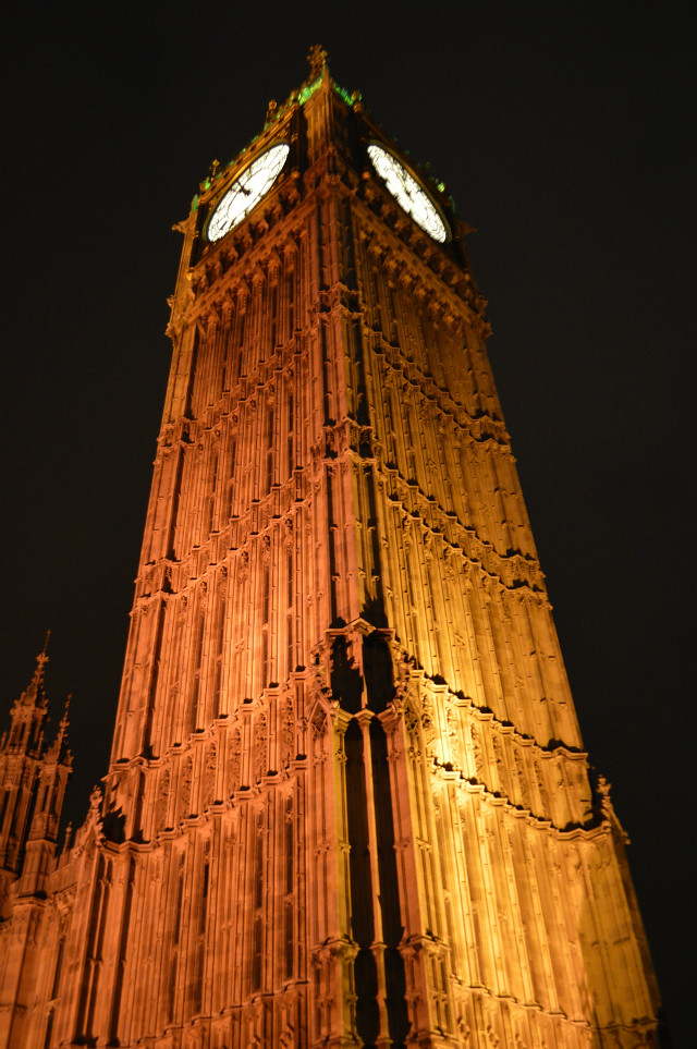 This is a picture of Big Ben lit up at night