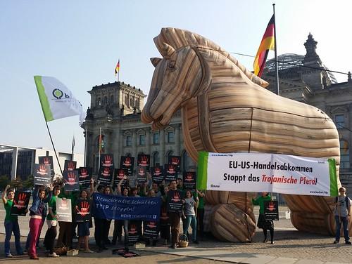 Aktion gegen TTIP und CETA vor dem Bundestag