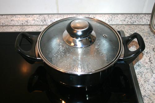 37 - Wasser für Erbsen aufsetzen / Heat up water for peas