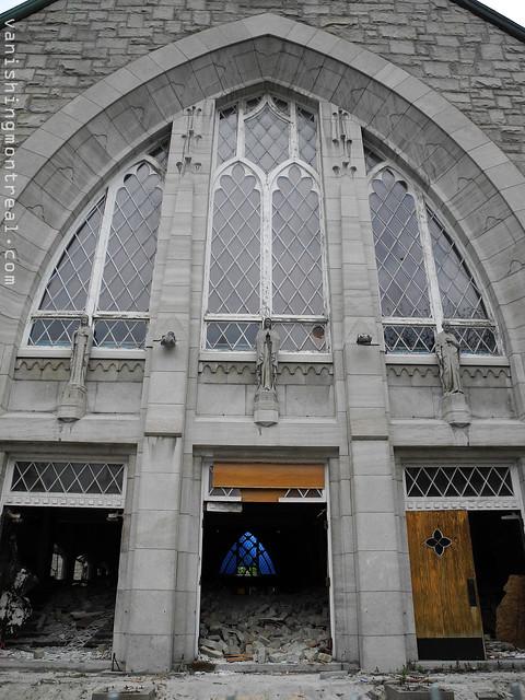 Eglise Notre-Dame-de-la-Paix demolition (Thursday/Jeudi) 01