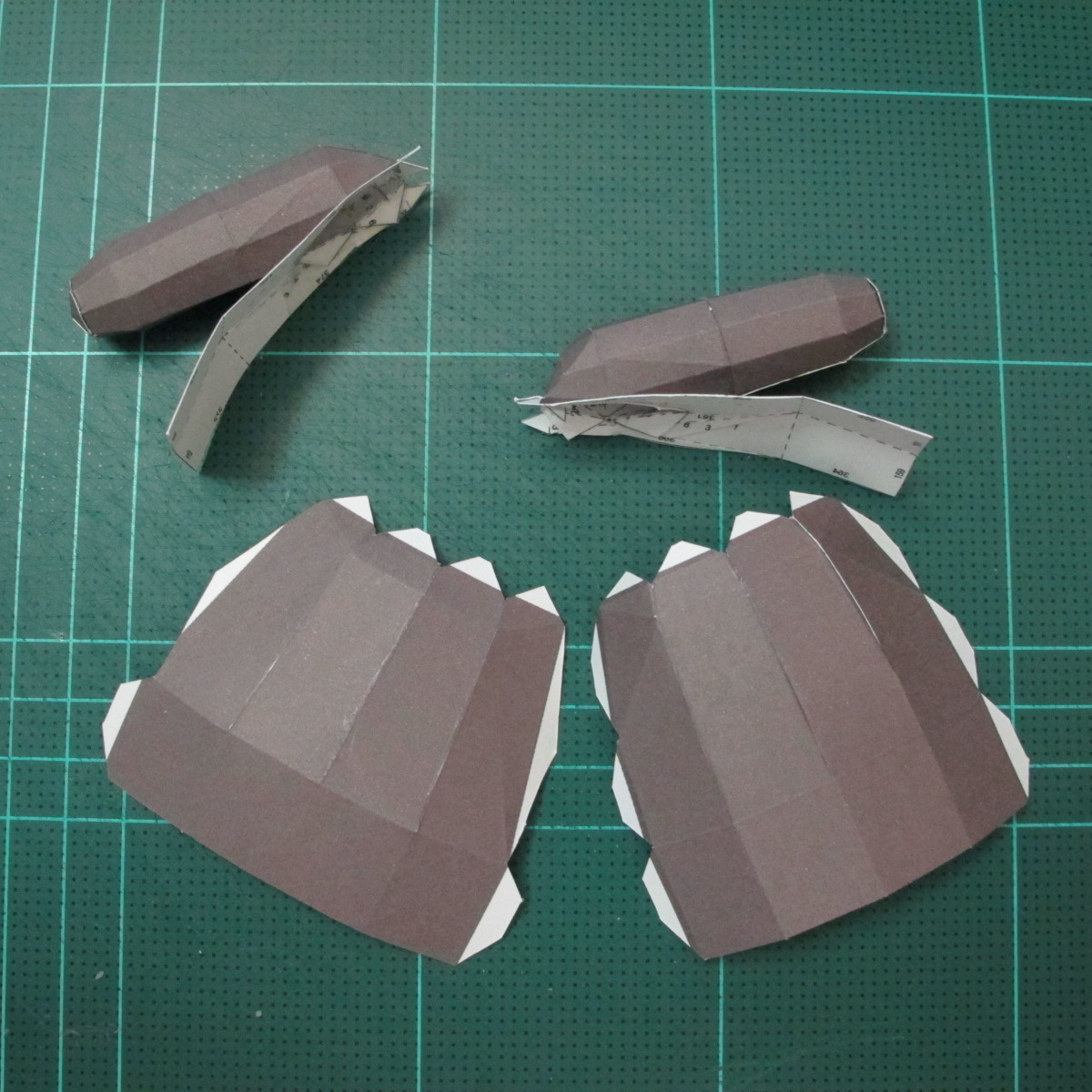 วิธีทำโมเดลกระดาษหมีบราวน์ชุดบอลโลก 2014 ทีมบราซิล (LINE Brown Bear in FIFA World Cup 2014 Brazil Jerseys Papercraft Model) 022