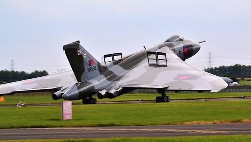 Vulcan XH558 Landing at Waddington