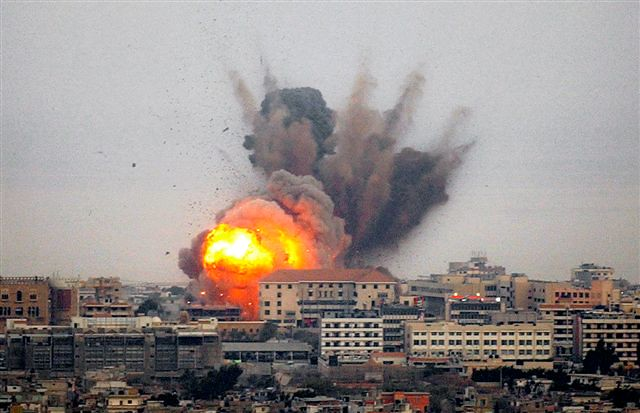 Gaza sendo bombardeado