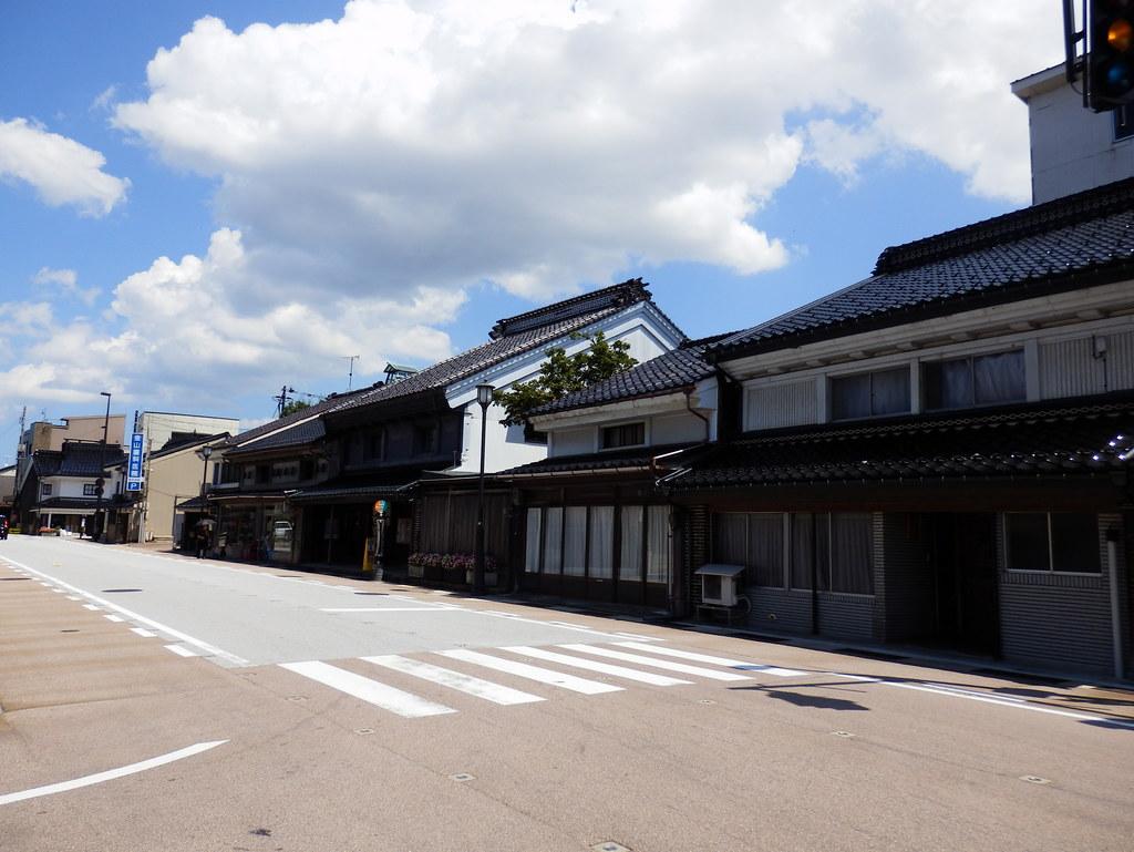 土蔵づくりの町並み|Japanese Storehouses Street in Takaoka