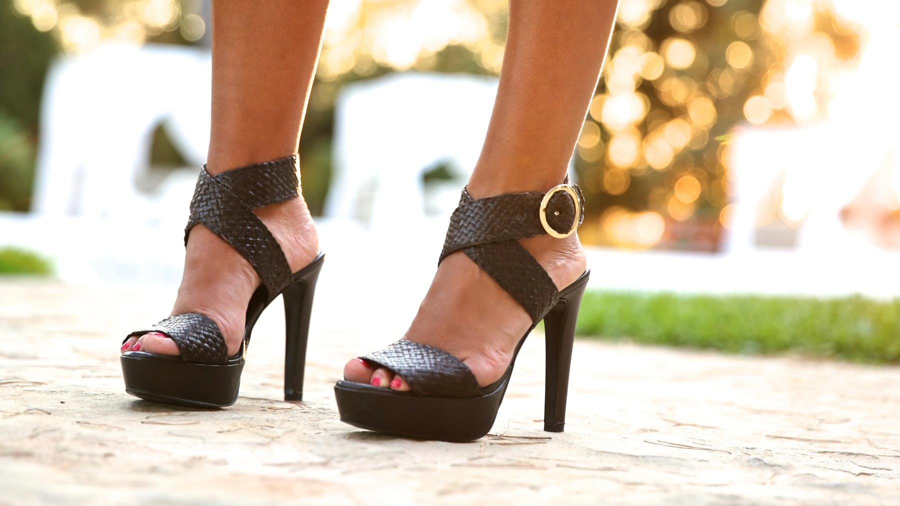 trendy_taste-look-outfit-street_style-ootd-blog-blogger-fashion_spain-moda_españa-boho-hippie-denim_shorts-shorts_vaqueros-blusa-blouse-mas34-pg-ibiza-sa_talaia-3