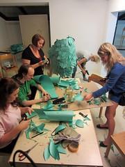 Kostümbau-Werkstatt: jetzt müssen alle ran
