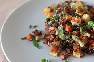 gebakken rijst met tempeh en gedroogde garnalen