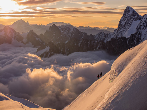 mountain france mountains alps clouds montagne sunrise amanecer mountaineering montaña nuages chamonix lanscape montblanc montañas mountaineer montagnes aiguilledumidi mountaineers hautesavoie nuves rhonealpes alpinista alpinistes leverdusoleil alpiniste montblancmassif alpinistas