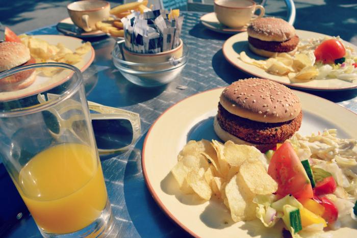 veggie burger bagel basket largs