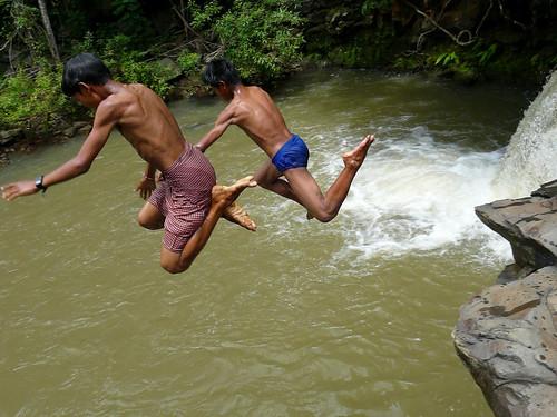 travel people swimming river waterfall divers asia cambodia panasonic michel dmz buong dschungle michél mondulkiri pretzsch fz18