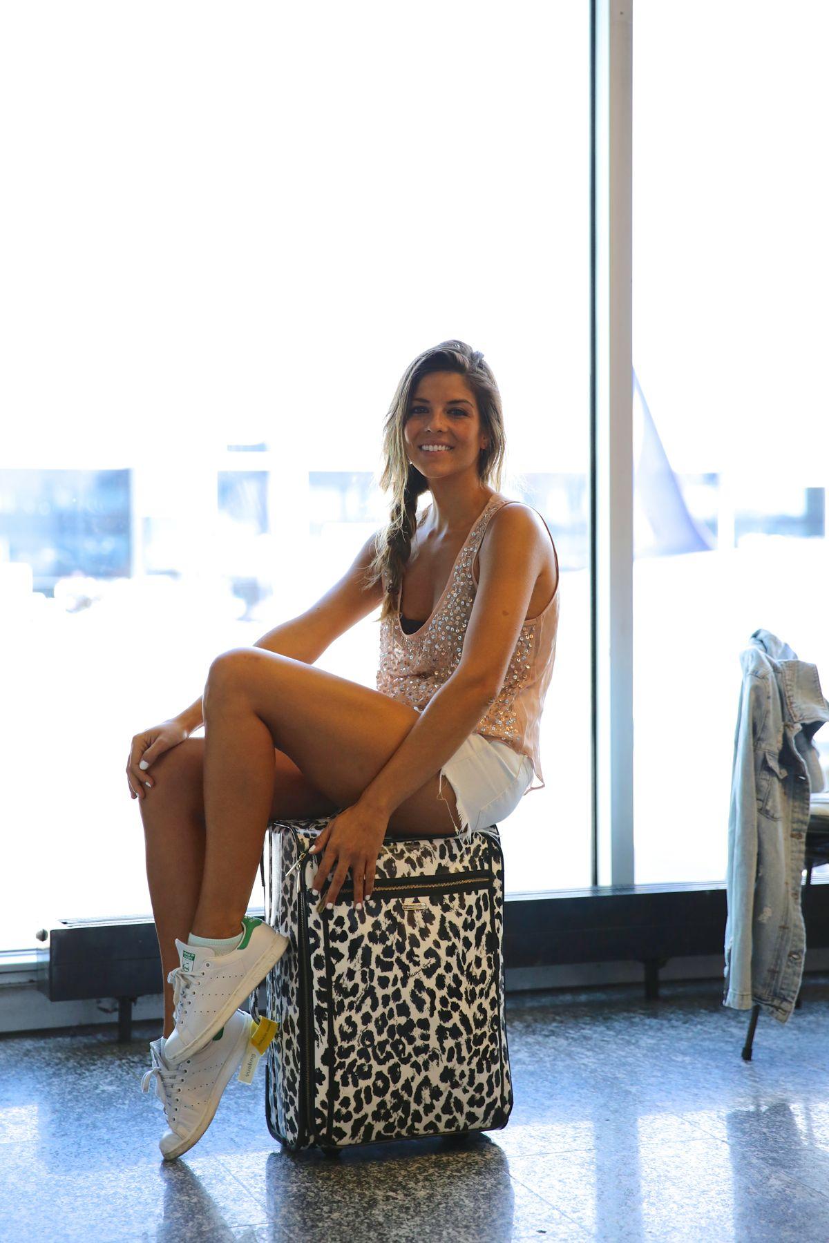 trendy_taste-look-outfit-street_style-ootd-blog-blogger-fashion_spain-moda_españa-traveling-viaje-frankfurt-stan_smith-adidas-lentejuelas-top-denim-shorts-vaqueros_rotos-5