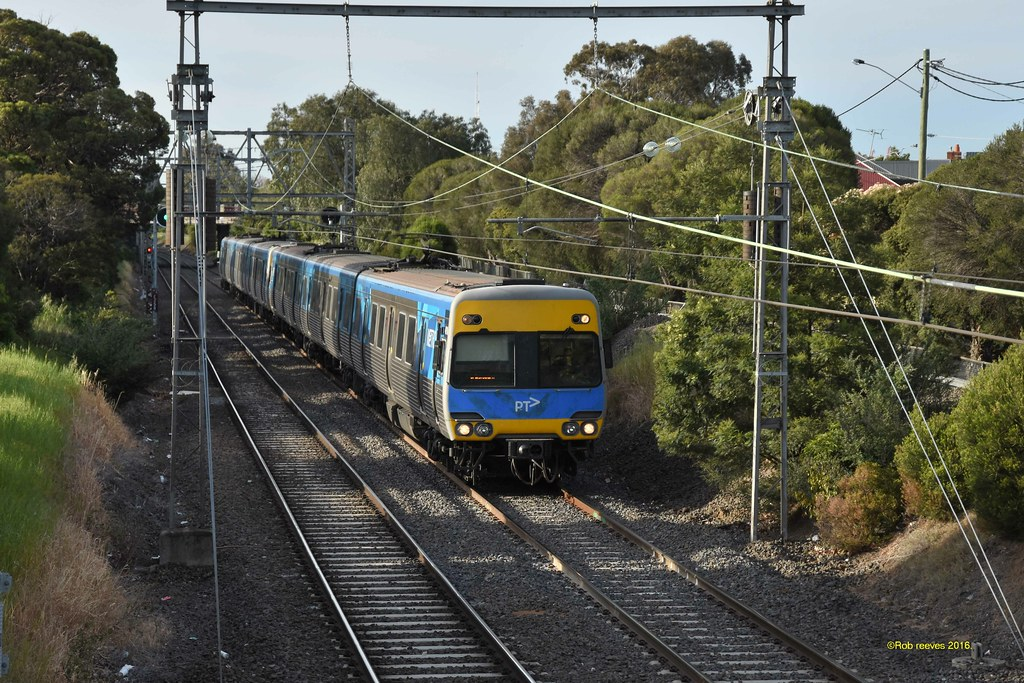 A down comeng service near moonee ponds 15/10/2016 by roreeves