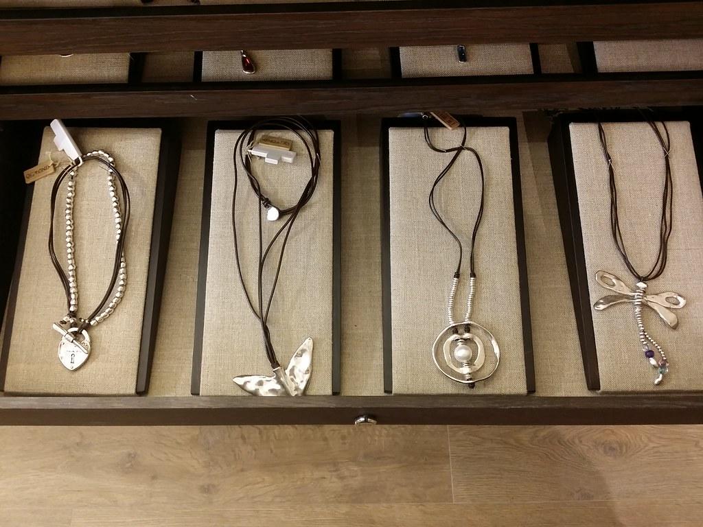 Uno-de-50-leather-necklace